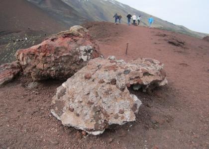 На вершине потухшего кратера