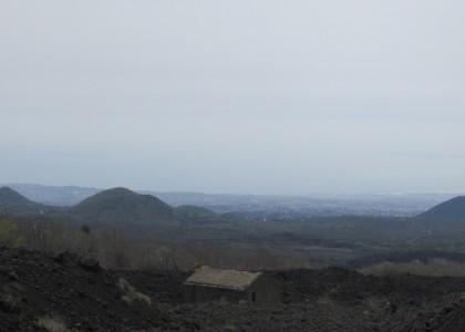 Разрушенный лавой домик